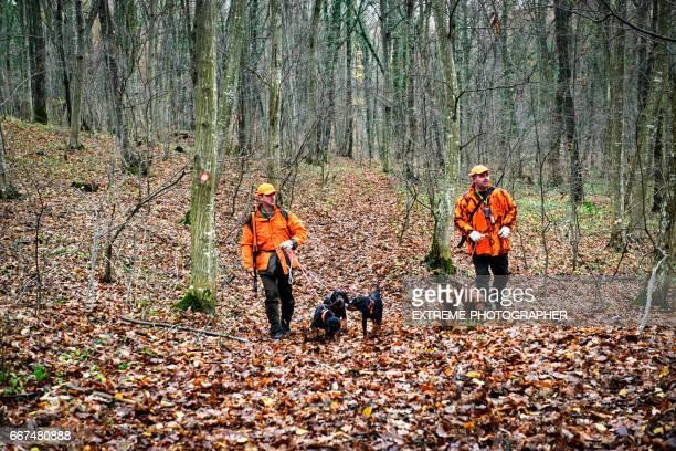 Jagers in het bos