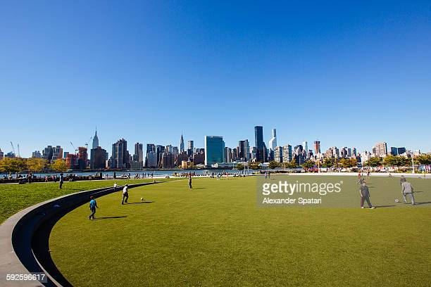hunter's point south park, queens, new york city - queens new york city stock pictures, royalty-free photos & images