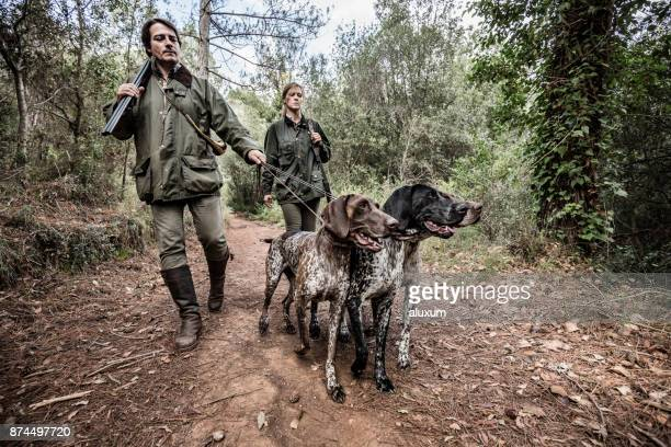 hunters with german shorthaired pointers in catalonia spain - german shorthaired pointer stock pictures, royalty-free photos & images