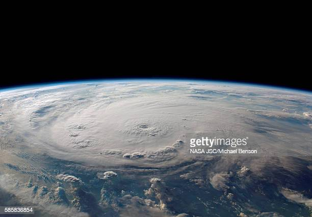 hurricane felix, a category 5 hurricane, careens across the cari - cari stock pictures, royalty-free photos & images
