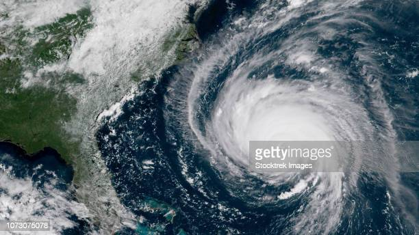 hurricane florence moving closer to the coast of the southeastern united states. - 2018年ハリケーン・フローレンス ストックフォトと画像