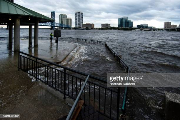 hurricane irma strikes united states - jacksonville florida stock pictures, royalty-free photos & images