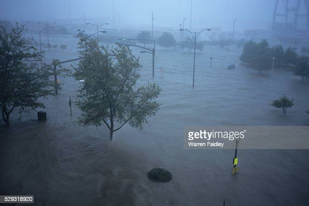 hurricane katrina hitting mobile, alabama - hurricane katrina stock pictures, royalty-free photos & images