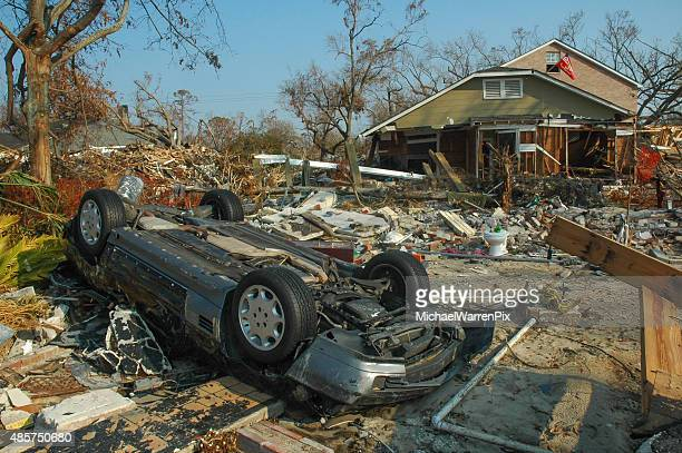 hurricane katrina storm damage overturned car - hurricane katrina stock pictures, royalty-free photos & images