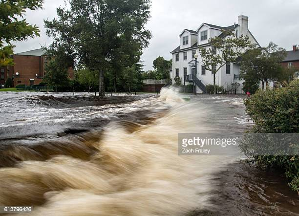 hurricane matthew in new bern, nc - hurricanes stock pictures, royalty-free photos & images