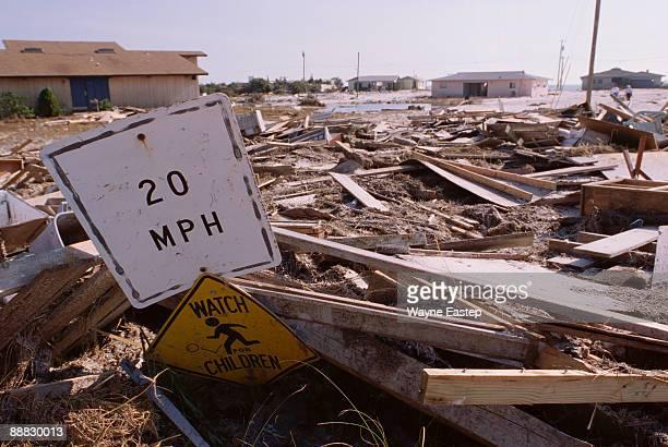 hurricane opal aftermath - restos de un accidente fotografías e imágenes de stock