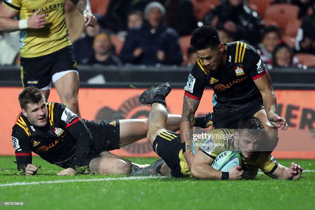 Hurricanes' Wes Goosen dives in for a try during the round 19 Super Rugby match between the Chiefs and the Hurricanes at Waikato Stadium on July 13, 2018 in Hamilton, New Zealand.