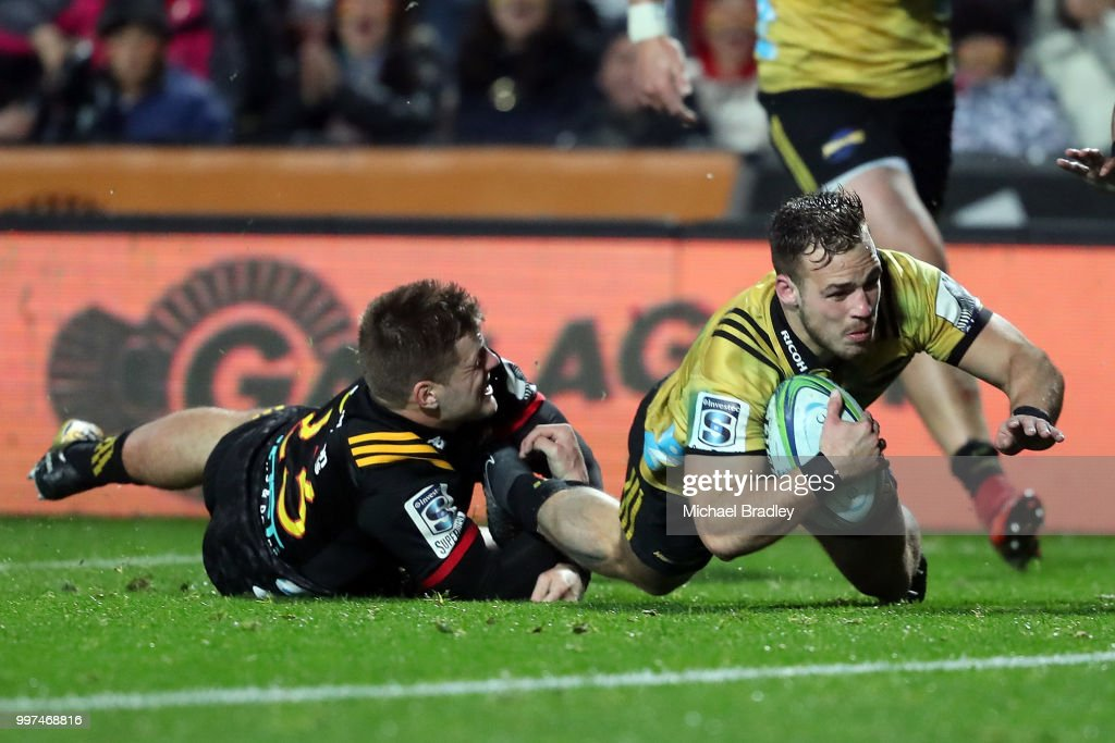 Hurricanes' Wes Goosen dives in for a tryduring the round 19 Super Rugby match between the Chiefs and the Hurricanes at Waikato Stadium on July 13, 2018 in Hamilton, New Zealand.