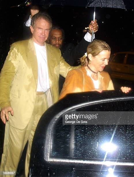Husband and wife actors Warren Beatty and Annette Benning leave a rainy openning night of The Seagull August 12 2001 at the Delacorte Theatre in New...