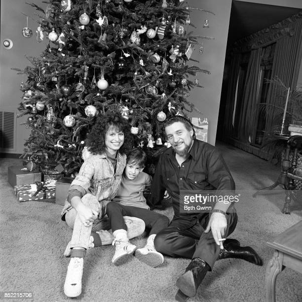Husband and wife country singers and songwriters Waylon Jennings and Jessi Colter and son Shooter Jennings in their living room on December 9 1987 in...