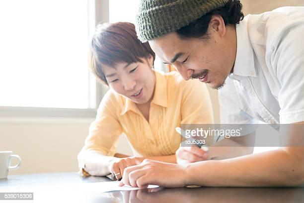 夫と妻の重要な書類の記入