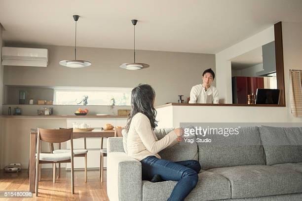 夫と妻は、ご自宅での会話