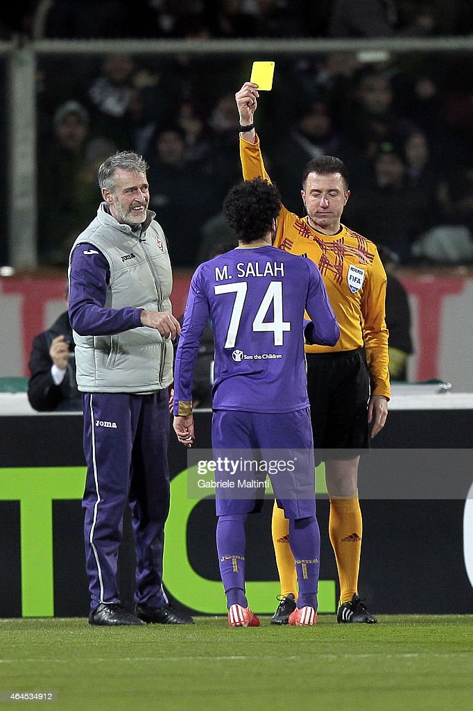 Huseyin Gocek referee and Mohamed Salah af ACF Fiorentina during the UEFA Europa League Round of 32 match between ACF Fiorentina and Tottenham Hotspur FC at Artemio Franchi stadium on February 26, 2015 in Florence, Italy.
