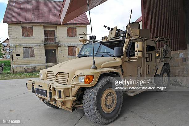 a husky tsv armored vehicle of the british army. - armored vehicle stock pictures, royalty-free photos & images