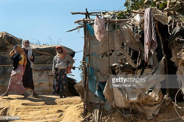 COX'S BAZAR BANGLADESH A hut made from dried mud branches and torn bits of textile in the Kutupalong refugee camp More than 40000 Rohingya a Muslim...