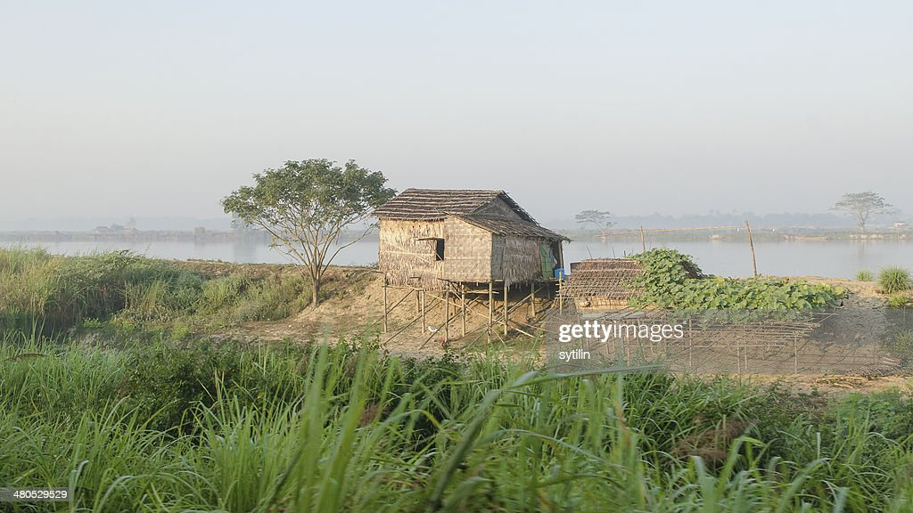 Hut on stilts : Bildbanksbilder