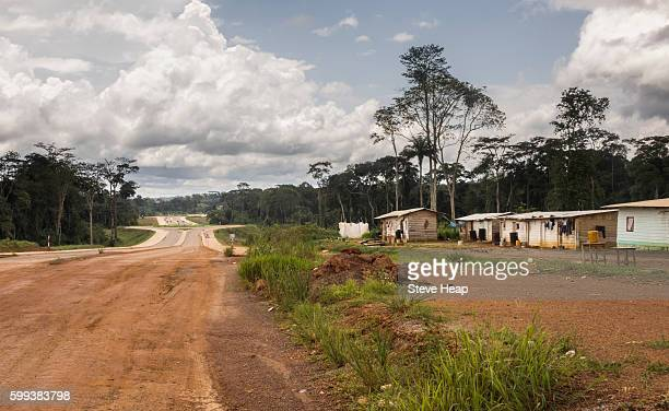 huts and homes for construction workers building the new capital city which can be seen being built in oyala, equatorial guinea, africa - guinea ecuatorial fotografías e imágenes de stock