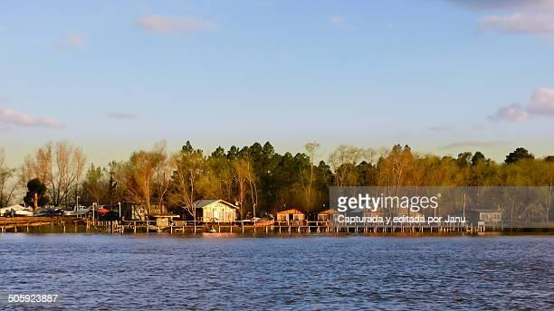 Huts banks of the river 'Parana'