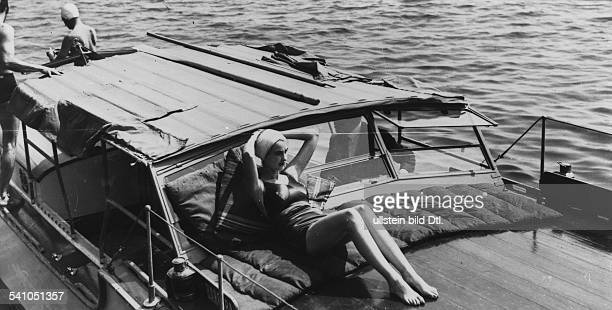 Hutton Barbara *KaufhausErbin USA am Bord ihres Motorbootes 1937