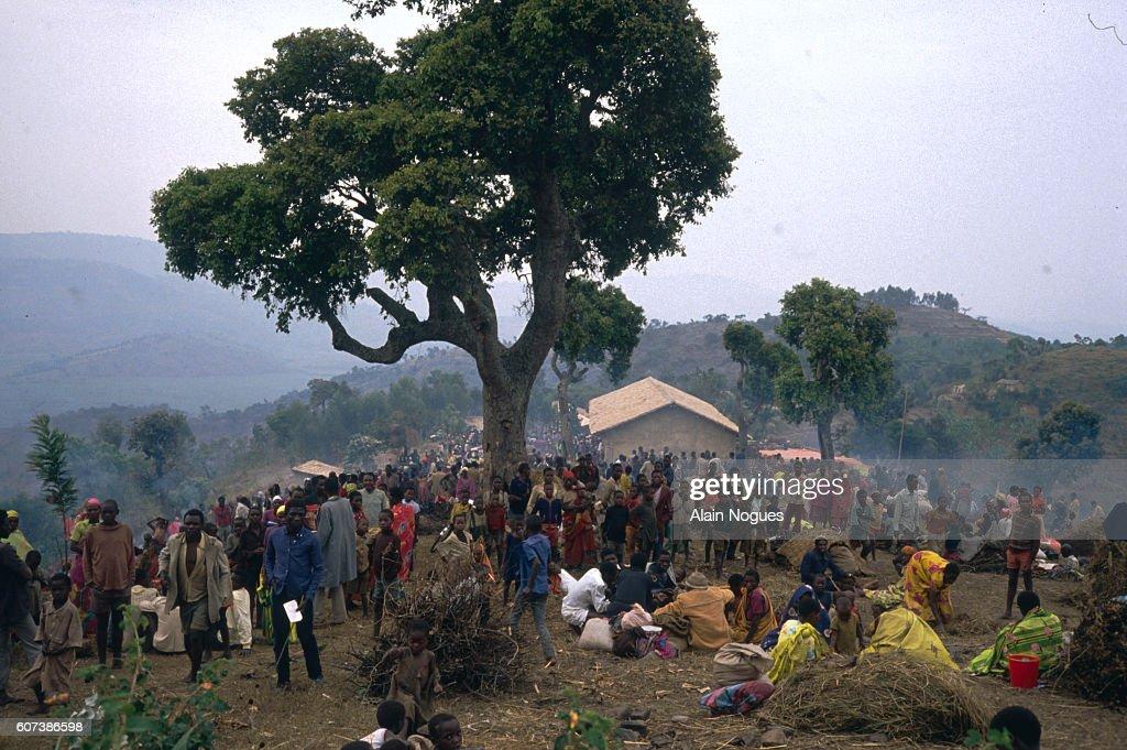 Hutu Refugees in the Kiranbogo Camp : News Photo
