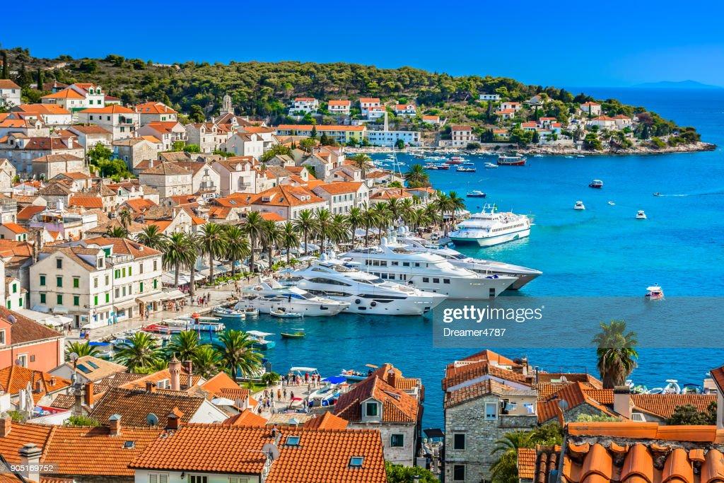 Paysage méditerranéen du ville de Hvar. : Photo