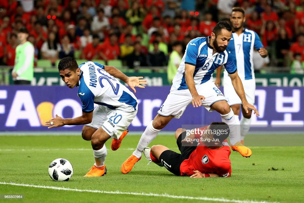 Hwang Hee Chan of South Korea competes for the ball with Alfredo Mejia and Jorge Carlos of Honduras during the international friendly match between South Korea and Honduras at Daegu World Cup Stadium on May 28, 2018 in Daegu, South Korea.