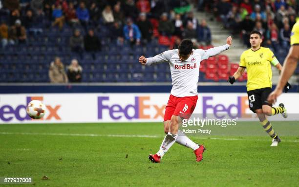 Hwang Heechan of Red Bull Salzburg scores a goal during the UEFA Europa League group I match between FC Salzburg and Vitoria Guimaraes at Red Bull...