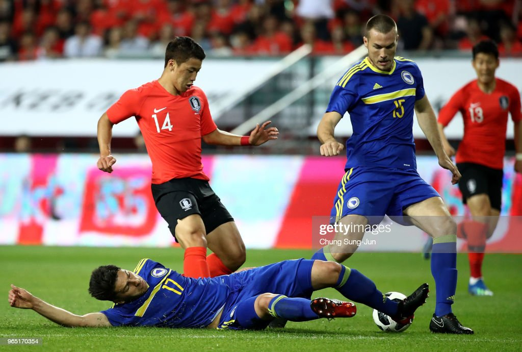 Hwang Hee-Chan of South Korea competes for the ball with Ervin Zukanovic and Toni Sunjic of Bosnia & Herzegovina during the international friendly match between South Korea and Bosnia & Herzegovina at Jeonju World Cup Stadium on June 1, 2018 in Jeonju, South Korea.