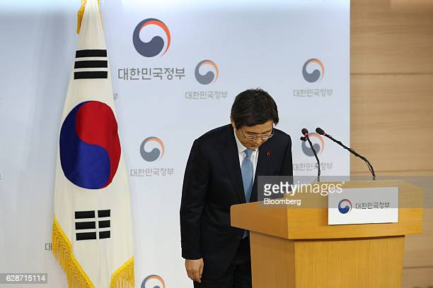 Hwang Kyoahn South Korea's prime minister bows during a news conference in Seoul South Korea on Friday Dec 9 2016 South Korean President Park Geunhye...