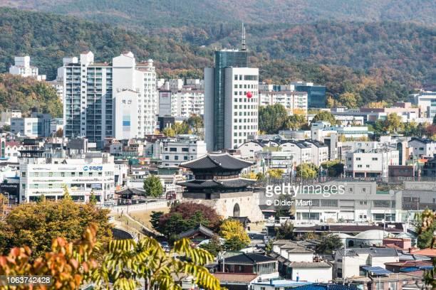 hwaseong fortress and  suwon cityscape in korea - südkorea stock-fotos und bilder