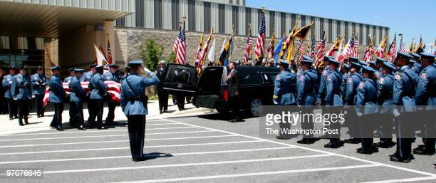 hxfuneral22 DATE June 22 2007 CREDIT Mark Gail/ TWP Fulton Md ASSIGNMENT# 191904 EDITED mg Howard County police officers pall bearers removed the...