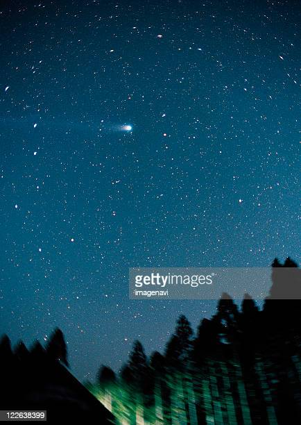 hyakutake comet and the big dipper - grande carro costellazione foto e immagini stock