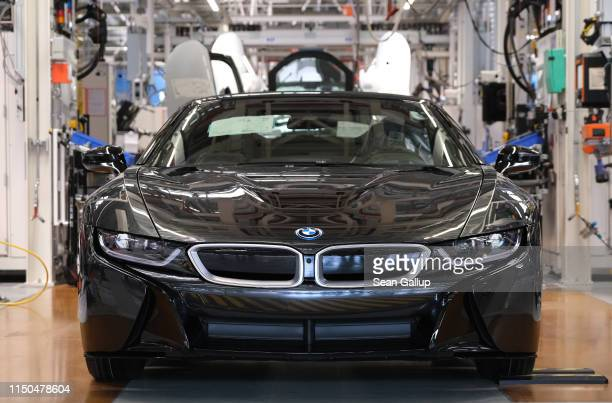I8 hybrid car stands on the assembly line at the BMW factory on May 20 2019 in Leipzig Germany German President FrankWalter Steinmeier later spoke at...
