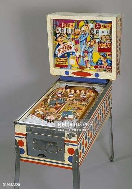 Hyde park pinball machine made by Gottlieb United States of America 20th century