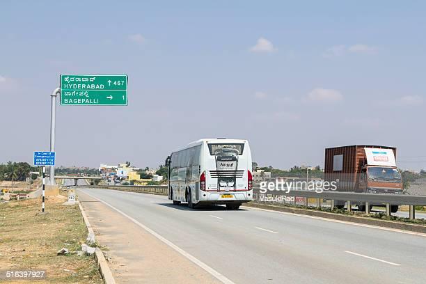 hyderabad highway 、インドの看板 - ハイデラバード ストックフォトと画像