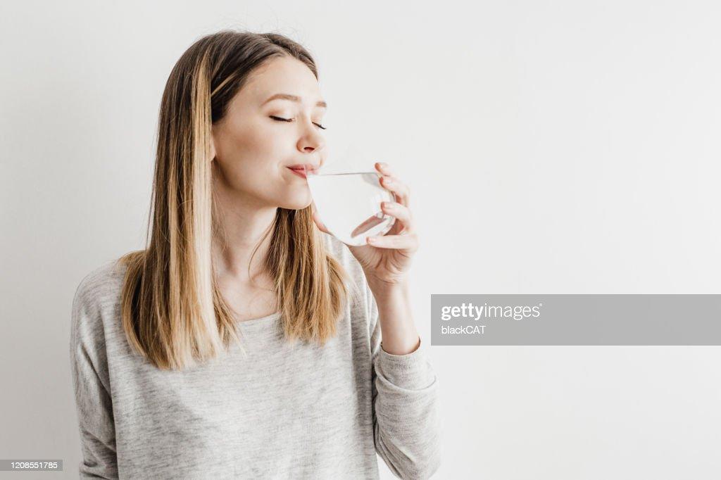 Hydratatie gedurende de dag is belangrijk : Stockfoto