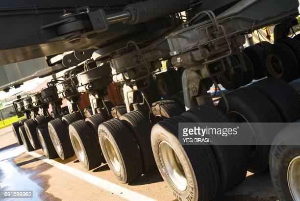 hydraulische welle der ladekran - achsenmächte stock-fotos und bilder
