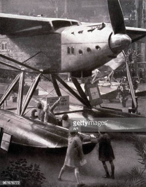 Hydravion à l'exposition internationale d'aéronautique le 13 décembre 1930 au Grand Palais à Paris France