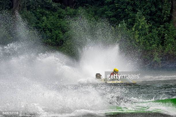 hydroplane memorial weekend boat races willamette river newberg oregon - hydroplane racing stock pictures, royalty-free photos & images