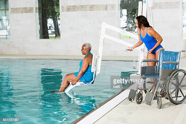 hydrotherapy treatment for african american patient - hydrotherapy stock photos and pictures