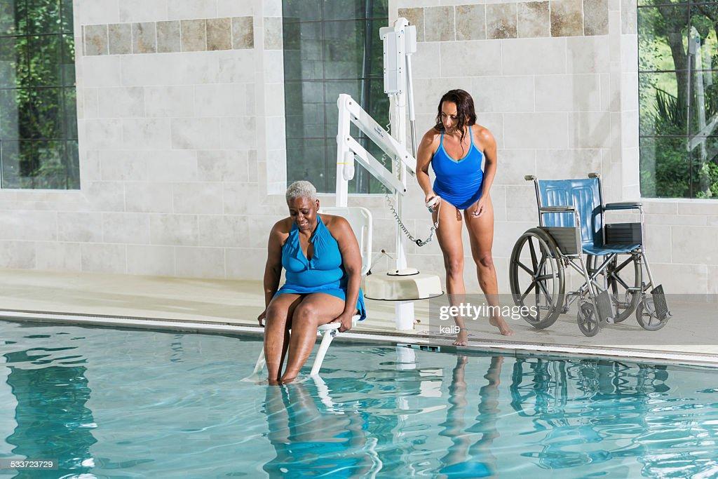 Trattamento di idroterapia ad senior paziente : Foto stock