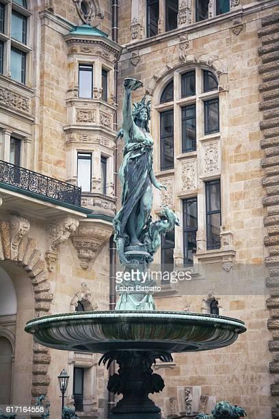 hygieia fountain (the goddess of health in greek mythology) in the courtyard of hamburg rathaus - griechische mythologie stock-fotos und bilder
