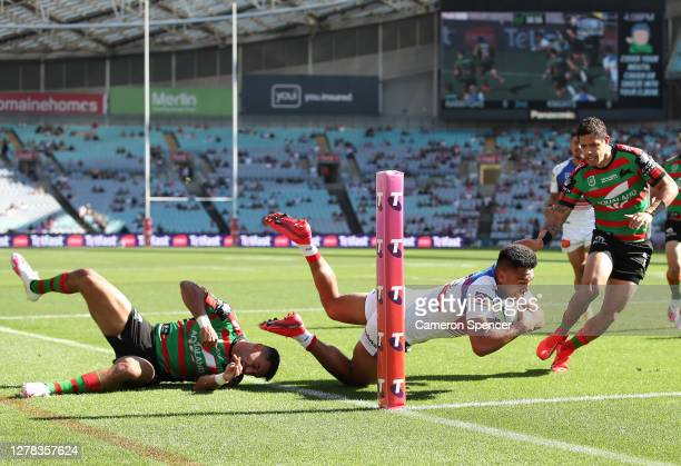Hymel Hunt of the Knights scores a try during the NRL Elimination Final match between the South Sydney Rabbitohs and the Newcastle Knights at ANZ...