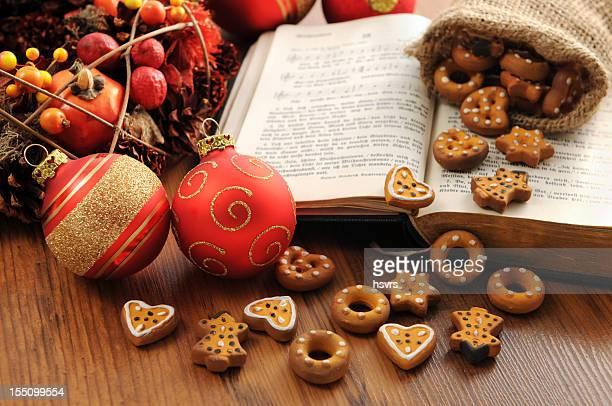 Gesangsbuch Buch mit Weihnachten Kranz Bälle Weihnachten Plätzchen