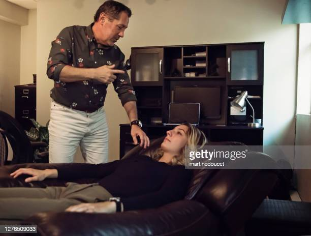 """hypnotherapist in session with client in office. - """"martine doucet"""" or martinedoucet stock pictures, royalty-free photos & images"""