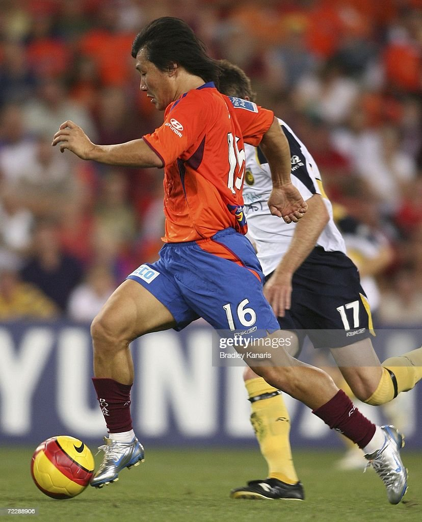 Hyuk-Su Seo of the Roar in action during the round ten Hyundai A-League match between the Queensland Roar and the Central Coast Mariners at Suncorp Stadium on October 28, 2006 in Brisbane, Australia.