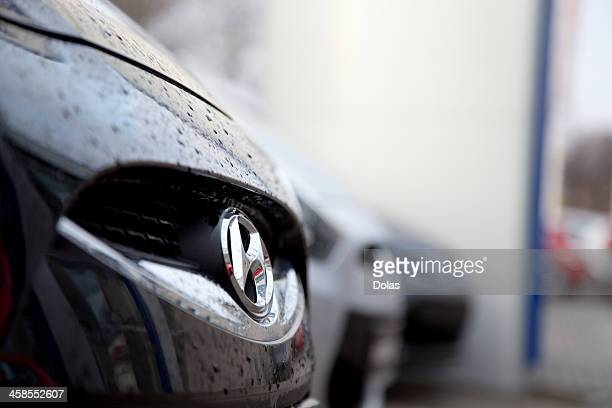 hyundai badge on front grille - hyundai stock pictures, royalty-free photos & images