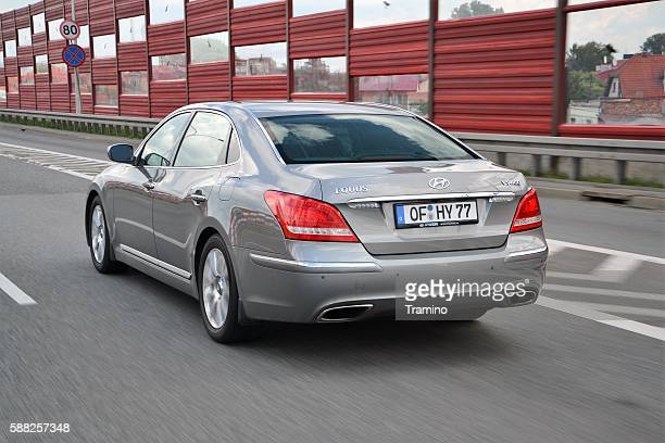 Hyundai Equus in motion