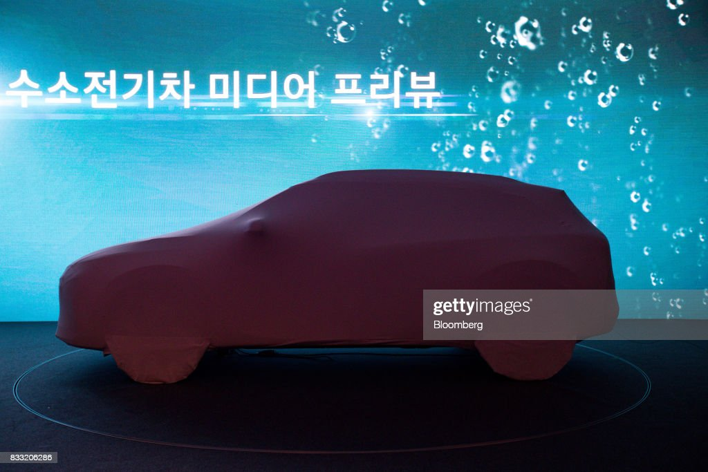 A Hyundai Motor Co. next generation fuel-cell electric sport utility vehicle (SUV) stands covered before being unveiled at an event in Seoul, South Korea, on Thursday, Aug. 17, 2017. Hyundai said that electric vehicles will underpin its push into environmentally friendly cars, the latest automaker to embrace battery-powered vehicles after earlier bets on hydrogen fuel-cell cars. Photographer: SeongJoon Cho/Bloomberg via Getty Images