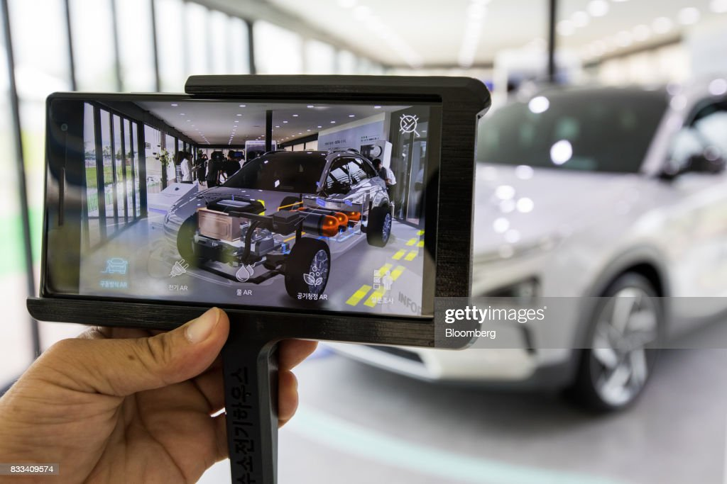 A Hyundai Motor Co. next generation fuel-cell electric sport utility vehicle (SUV) powertrain system is seen on an augmented reality (AR) monitor during an unveiling event in Seoul, South Korea, on Thursday, Aug. 17, 2017. Hyundai said that electric vehicles will underpin its push into environmentally friendly cars, the latest automaker to embrace battery-powered vehicles after earlier bets on hydrogen fuel-cell cars. Photographer: SeongJoon Cho/Bloomberg via Getty Images